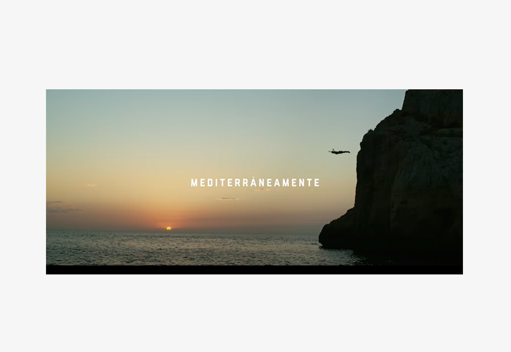 mediterraneamente anuncio amanecer atardecer salto al agua mar